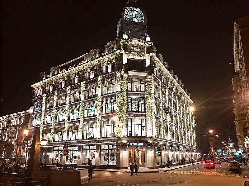 Новогоднее оформление фасадов зданий в СПб