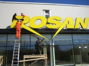монтаж крышной установки для салона