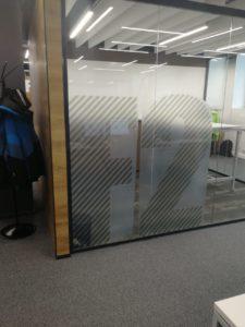 оклейка стекол декоративной пленкой в компании