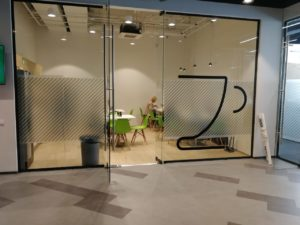 "оклейка стекол внутри офиса компании ""Петер-Сервис"""