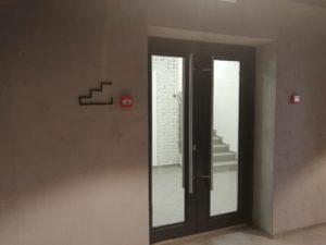 """обозначение лестницы в офисе компании """"Петер-сервис"""""""