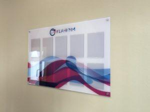 """доска-стенд с карманами в фитнес-клубе """"Океаниум"""""""