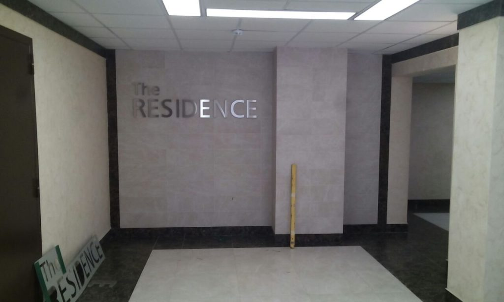 навигационные таблички на этажах ЖК 'The Residence'
