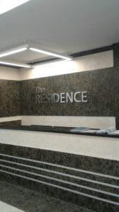 вывеска в интерьере жилого комплекса The Residence