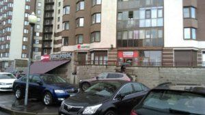 вывески на фасаде офиса продаж компании