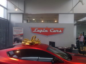 Интерьерная вывеска в автосалоне Lapin cars