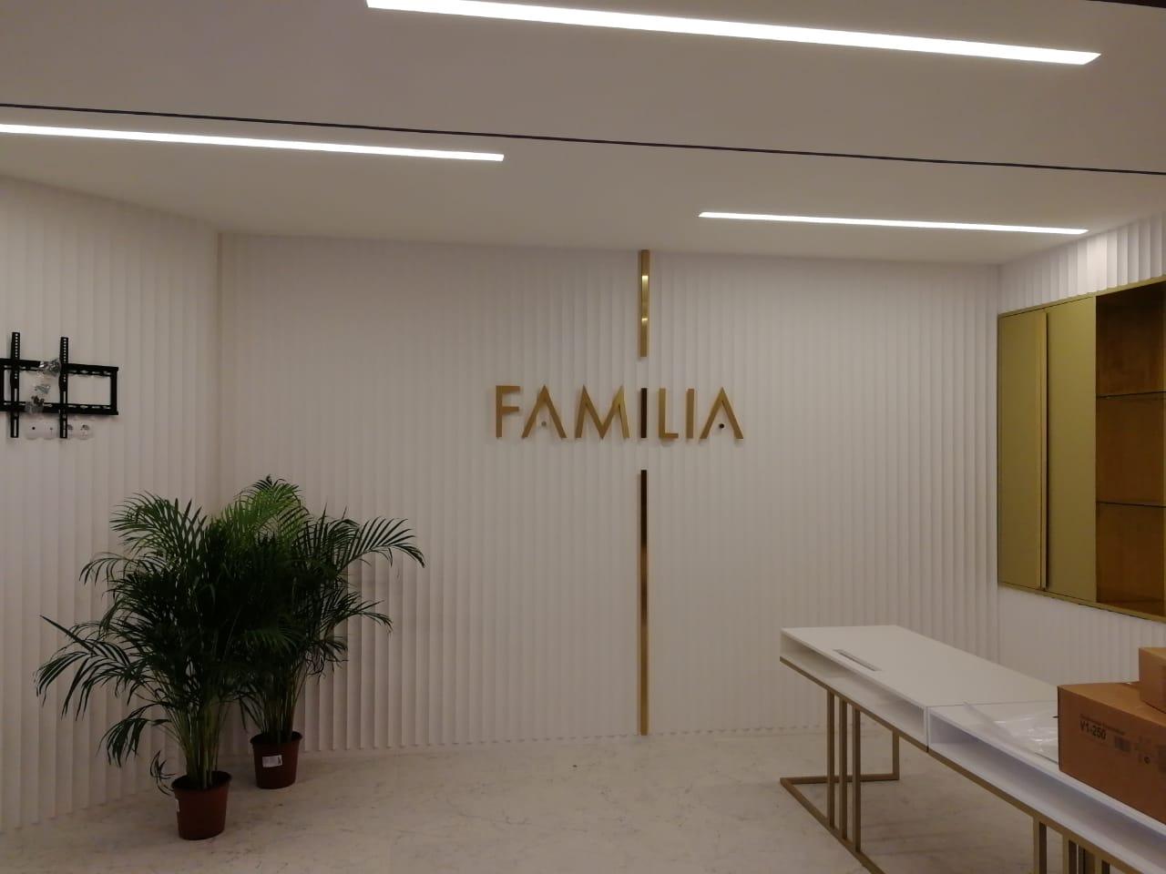 Внутреннее оформление офиса продаж ЖК 'Familia'