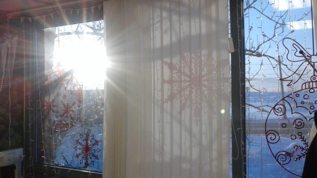 Красивое новогоднее оформление офиса продаж ЖК Невские паруса