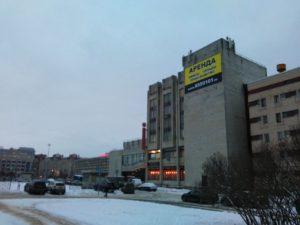 баннер, рекламный баннер, баннер на площади конституции, баннер для арендодателя, баннер на фасаде здания