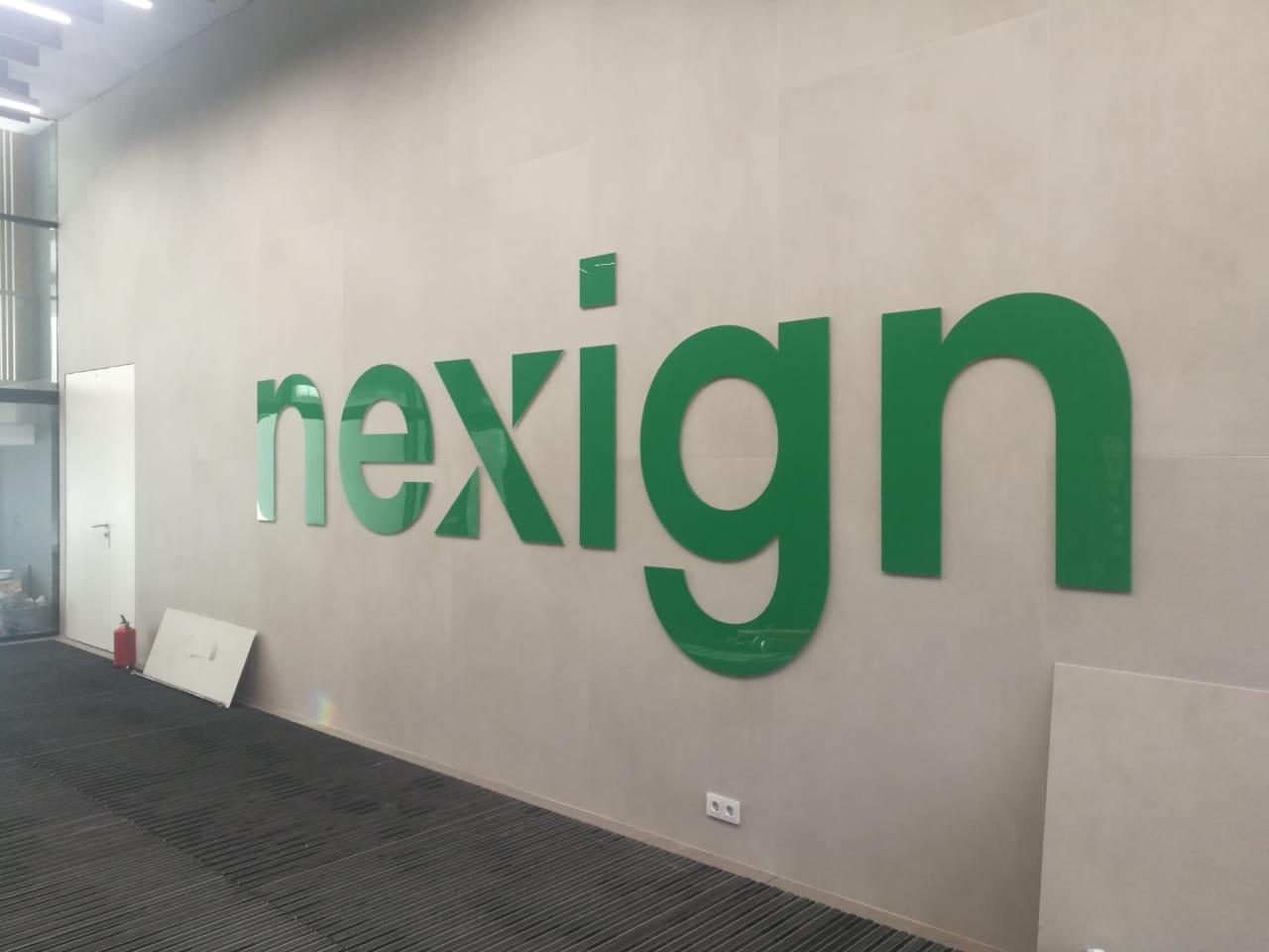 Интерьерная вывеска компании Nexign