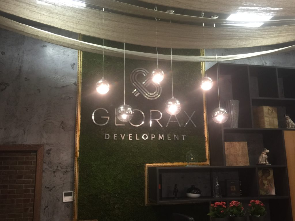Интерьерная вывеска Glorax Development