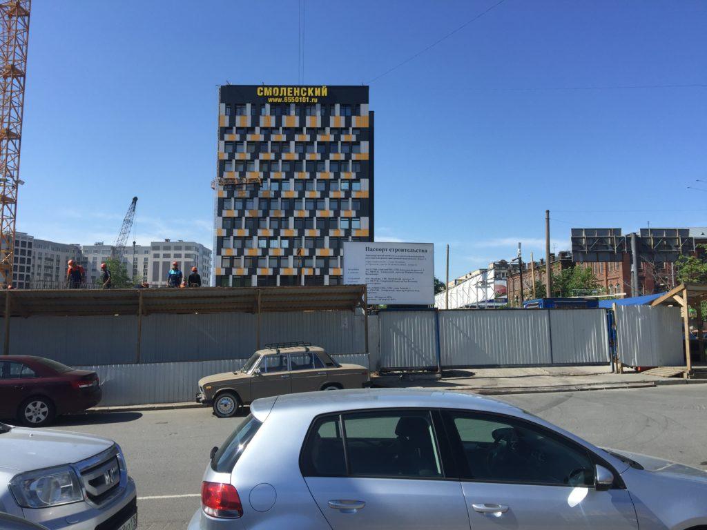 фасадная вывеска на бизнес центре Смоленский