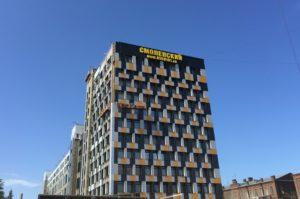 """световая вывеска на фасаде бизнес-центра """"Смоленский"""""""