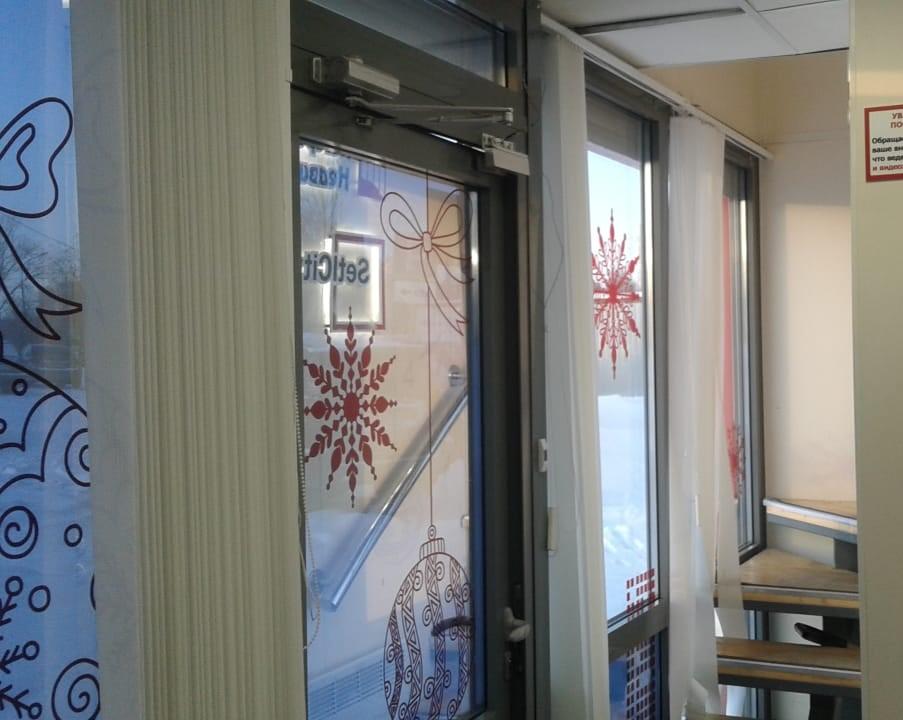 Невские паруса - новогоднее оформление модульного офиса продаж