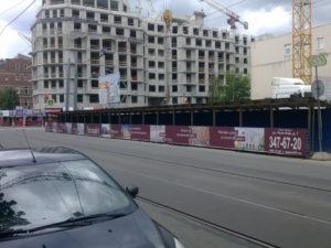 Изготовление строительной галереи для жилого комплекса
