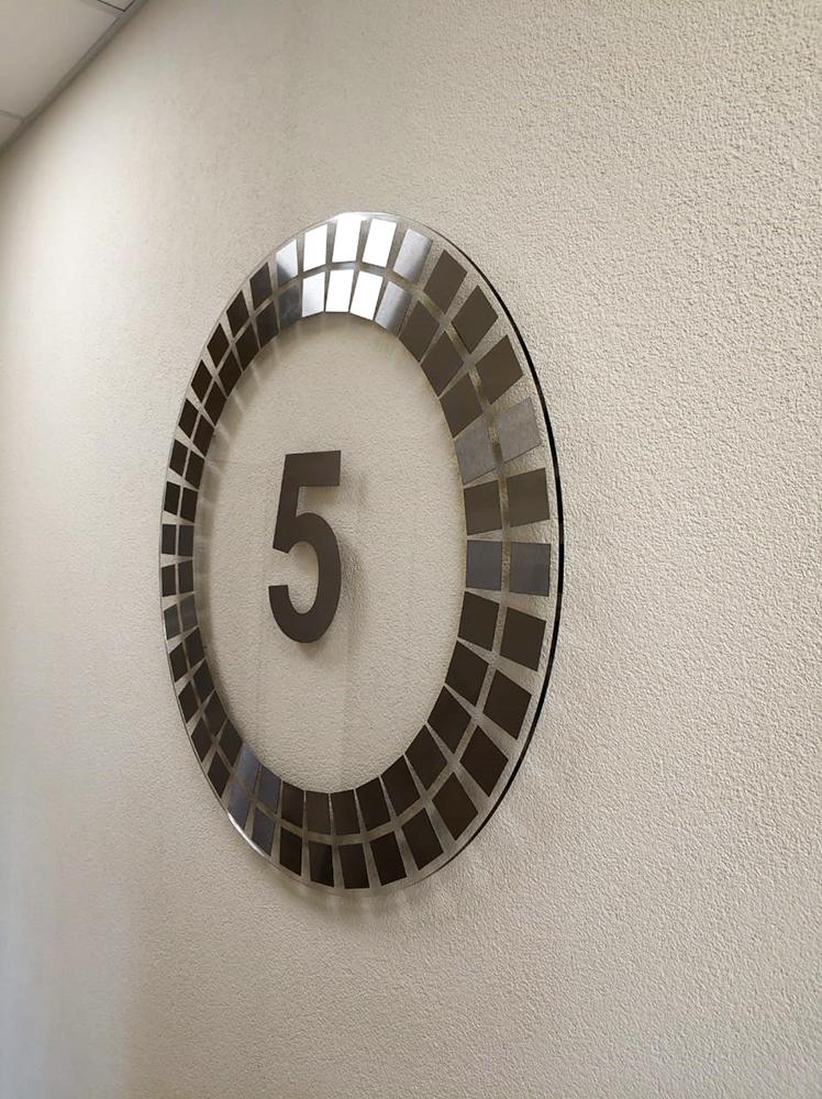 Номера этажей в лифтовых ЖК «МореОкеан»